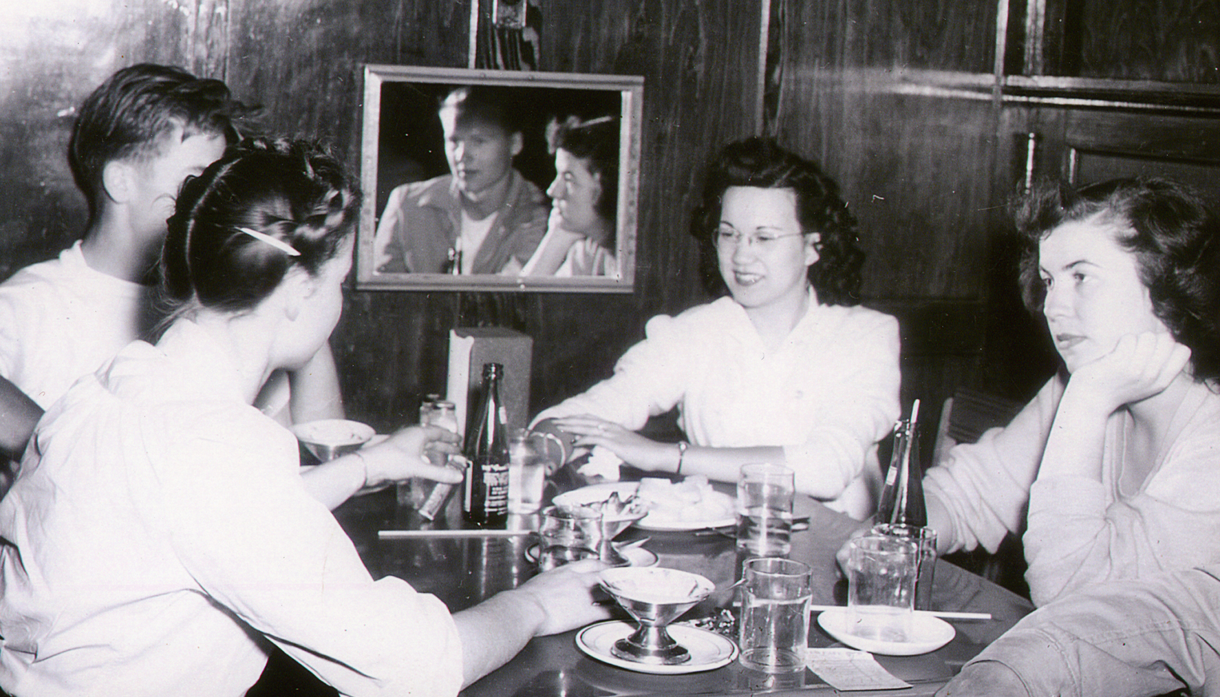 Teenagers in a Club Café booth, 1944