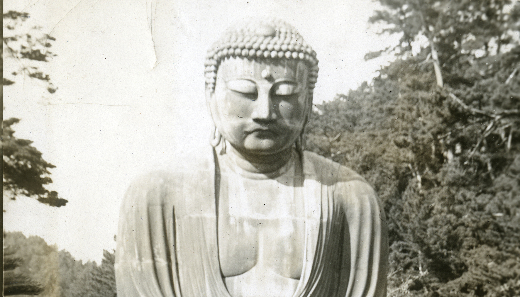 Buddha statue in Kamakur, Japan, 1930. Florence Cottingham seated in the rickshaw.