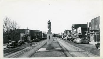 Red Deer Archives, P781; Ross Street looking west to the Cenotaph, ca. 1955.