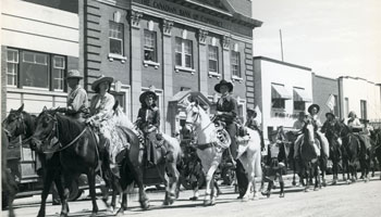 Photo of riders on horseback along Farthing Block