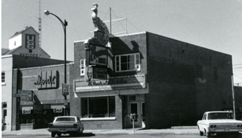 Photo of Peacock Inn building circa 1966
