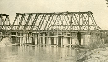 The construction of the CPR Bridge in 1909.