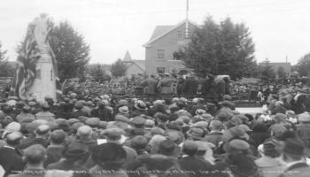 Photograph of the unveiling of Cenotaph in 1922