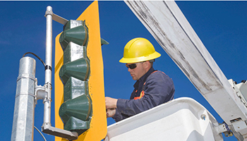 picture of Linesman working on a traffic light
